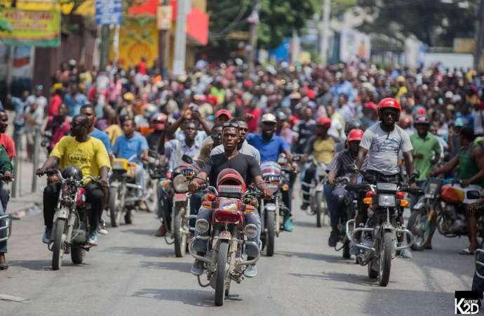 Des milliers de personnes ont gagné les rues pour dire « non à la dictature »