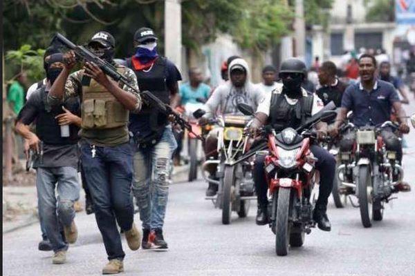 « Tous les policiers membres de Fantom 509 sont révoqués de la PNH », avise Léon Charles