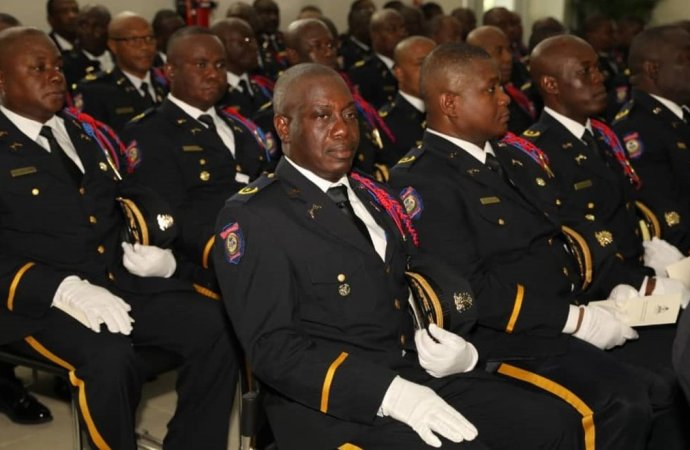 Une cohorte de 94 nouveaux inspecteurs de police reçoivent leur diplôme