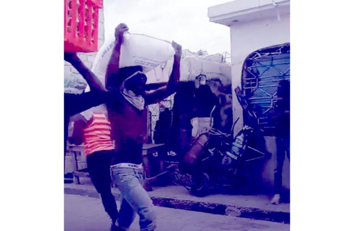 Scènes de pillage de plusieurs entreprises à Bas Delmas et à la Station des Gonaïves
