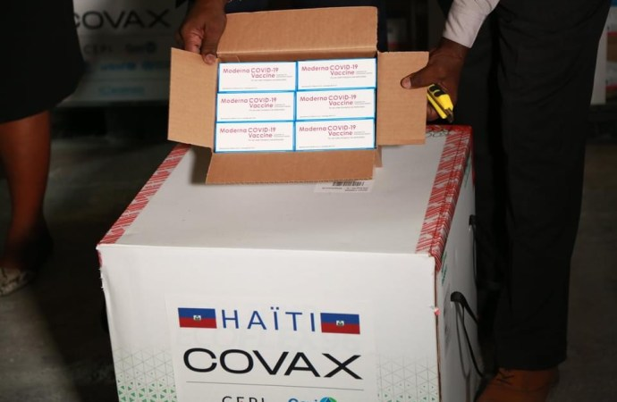 Covid-19 : Haïti reçoit 500 000 doses du vaccin Moderna
