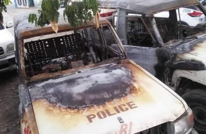 Cap-Haïtien-Insécurité : Deux véhicules de la PNH incendiés non loin du commissariat