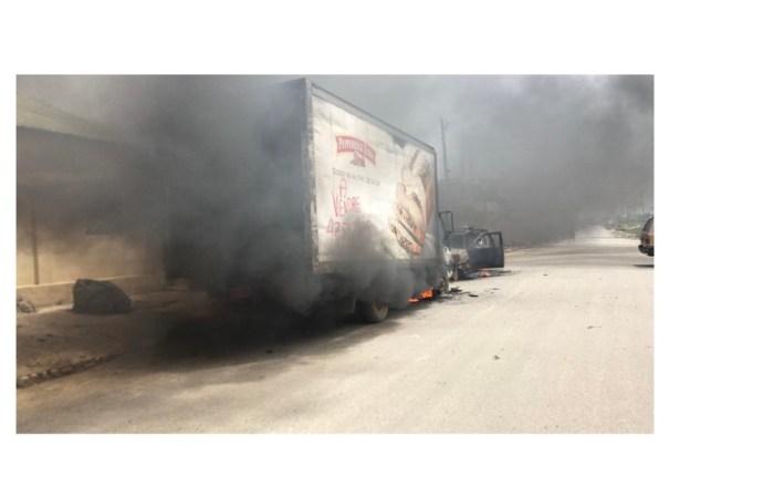 """Croix-des-bouquets : plusieurs véhicules incendiés par les """"400 mawozo"""""""