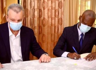 Signature d'un accord entre le gouvernement et la firme MATIÈRE/ ECCOMAR pour la construction du pont Estimé de la Grand'Anse
