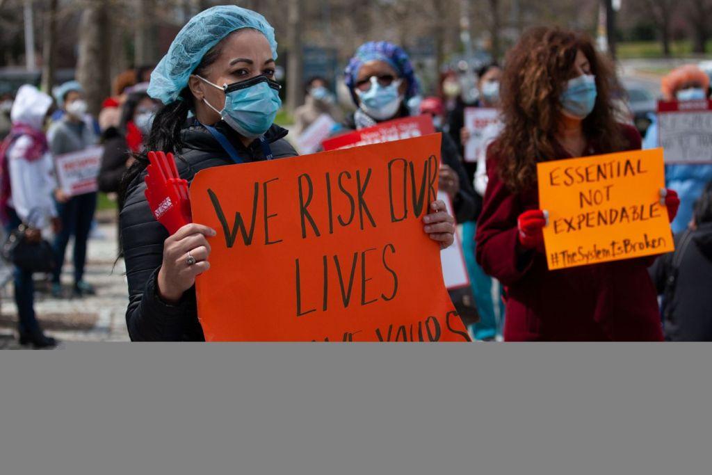 Nurses Face Scores More Deaths Due to Protective Gear Shortage, Union Suit Charges