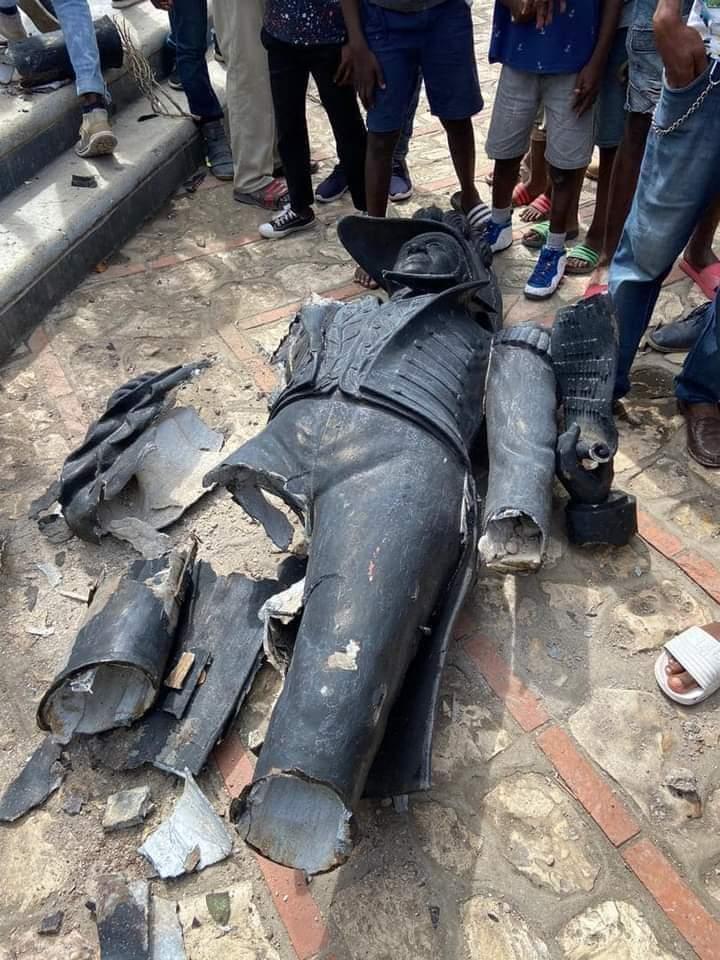 Vandal knocks down Dessalines statue in Cap-Haïtien