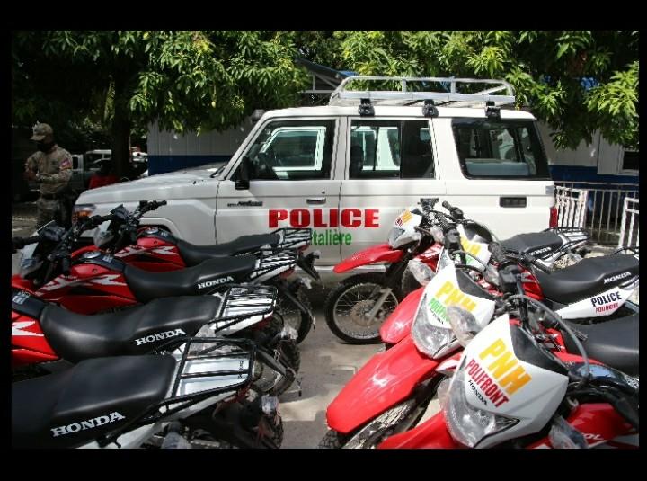 US, IOM give 16 vehicles to Haiti's border police