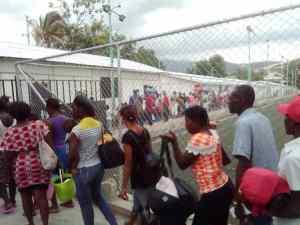 Hundreds fleeing gangs find shelter in sports center