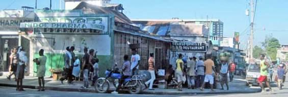 Une pharmacie à la rue Mgr. Guilloux au centre-ville de Port-au-Prince. Photo: AKJ/Marc Schindler St-Val