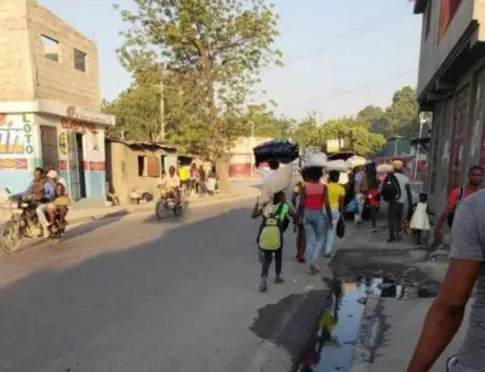A Cité Soleil, des familles fuient la terreur des gangs, des quartiers se vident ! 2