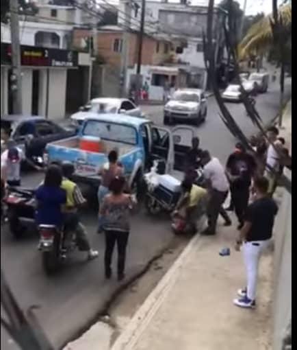 Santiago – police : des membres de la population ont aidé un haïtien à s'échapper après son arrestation