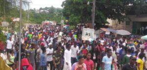Miragoâne - Manifestation : fermeture des bureaux publics par des manifestants 1