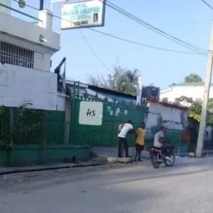 """Calme apparent dans la ville des Cayes (Sud), des Citoyens tentent de """"sortir la tête de l'eau"""" 1"""
