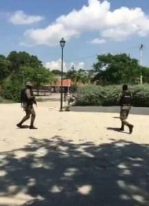 Tension à Port-au-Prince : au moins 2 blessés par balle et un véhicule de police incendié 1