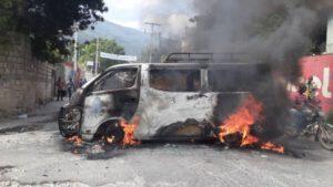 Port-au-Prince : incendie d'un autobus à l'avenue Martin Luther King