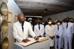 """Incapable de se rendre à """"Pont rouge"""", le Président Jovenel Moïse honore la mémoire de Dessalines au MUPANAH"""