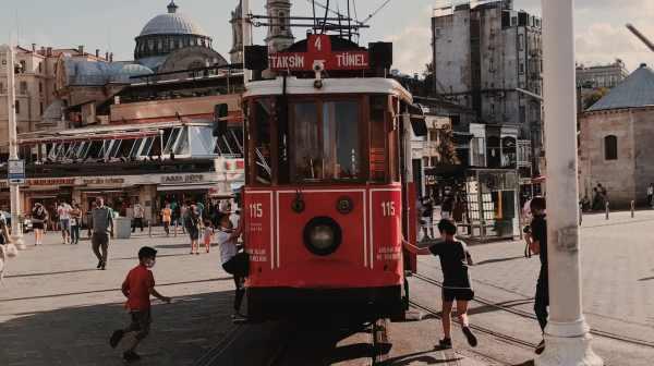 Plongée au coeur des quartiers d'Istanbul : Zoom sur la place Taksim et l'avenue İstiklal