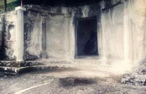 haut tombe centrale
