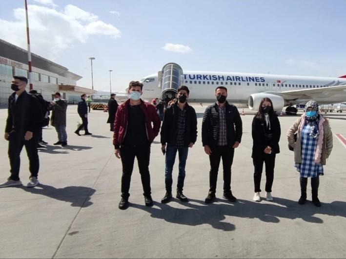 Hakkarili gençler gezi için İstanbul'a uğurlandı