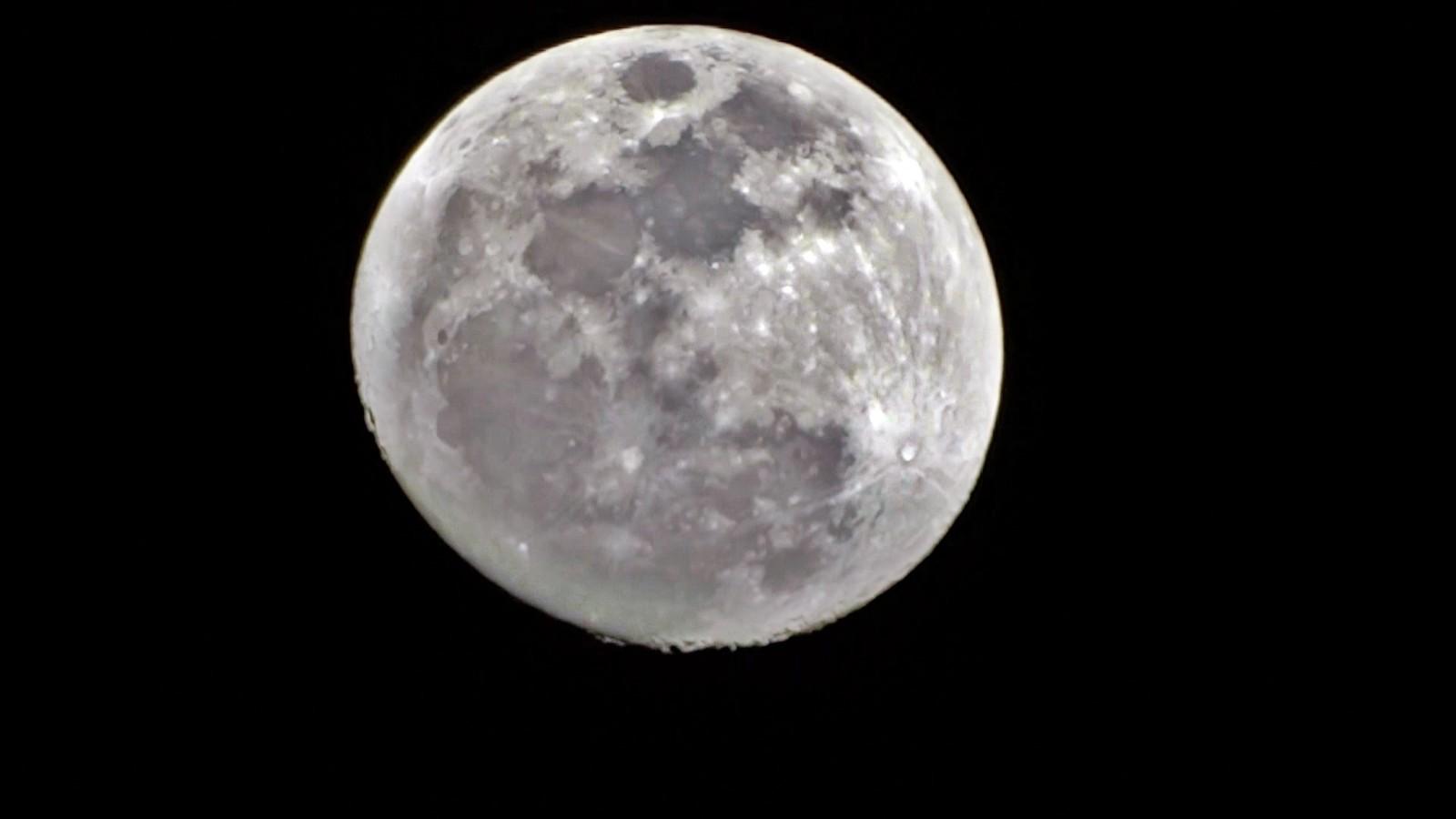 Yüksekova'da 'Süper Ay' güzelliği
