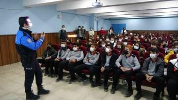 Yüksekova polisi 6 bin öğrenciye ders vererek büyük bir başarıya imza attı