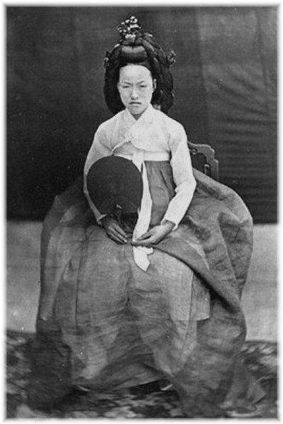 閔妃とされる写真