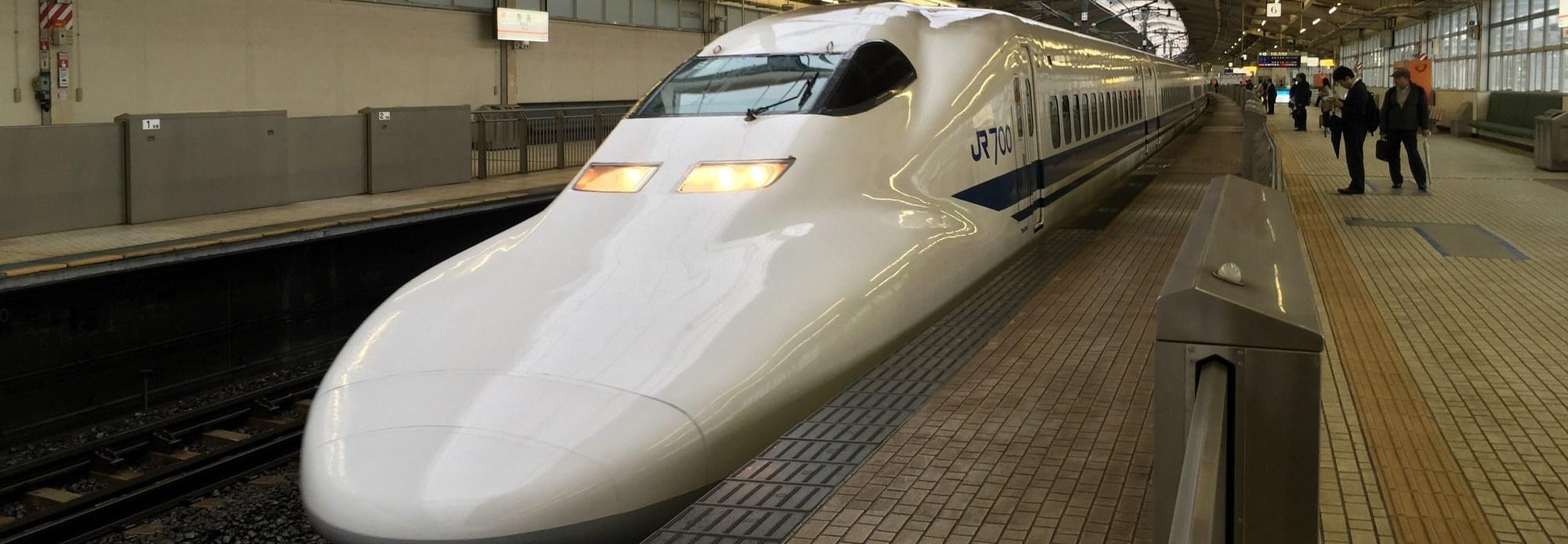 Tokaido Kodama Shinkansen pulls into Atami Station