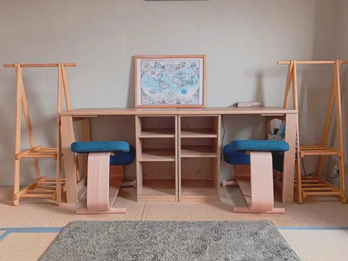 学習机と椅子の画像