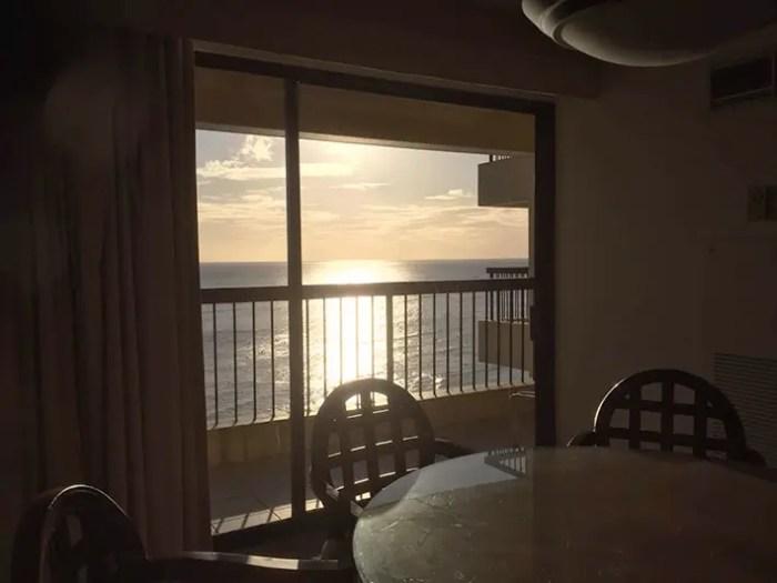 コンドミニアムから見た海の景色
