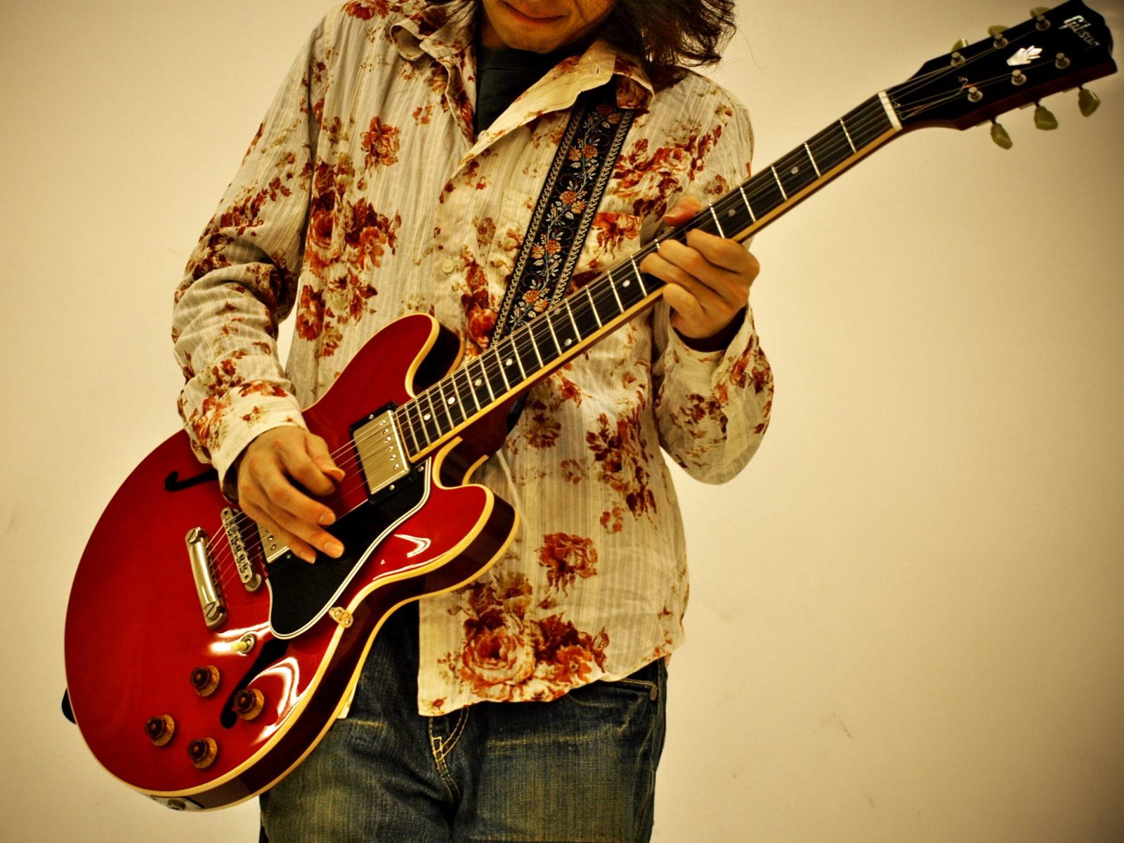 カッコいいロックギターのリフで始まる曲3選。