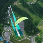 パラグライダーとジャンプ競技場