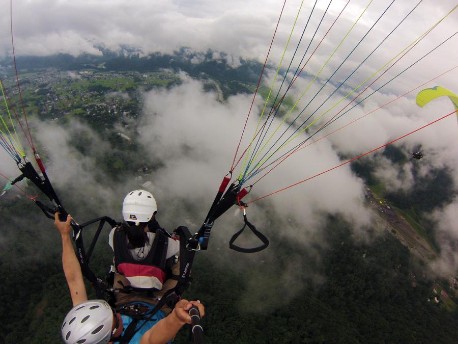 雲の上を飛ぶ