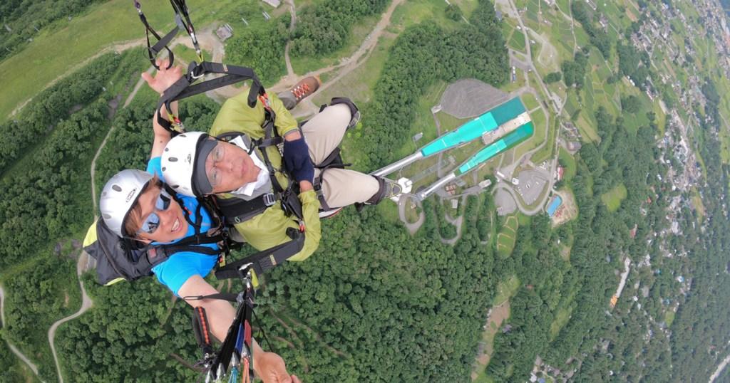 ジャンプ競技場上空をフライト