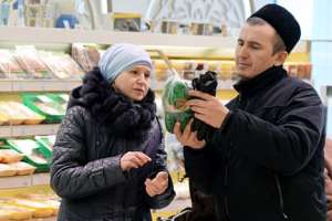 Customers in Bakhetle, the first Halal supermarket of Kazan, in Staro-Tatarskaya Sloboda. Source: Maksim Bogodvid/RIA Novosti
