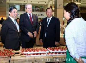 Minister of Energy and Industry at the Prime Minister's Office YB Pehin Dato Hj Mohd Yasmin (2nd R), Deputy Minister of Finance Dato Dr Hj Amin Liew Abdullah (L), British High Commissioner to Brunei David Campbell (2nd L) tour the bruneihalal showcase during the launch of 25 bruneihalal products at The Airport Mall. BT/Zaim Kasmat