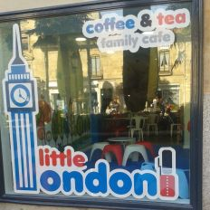 Fachada de Little London Salamanca