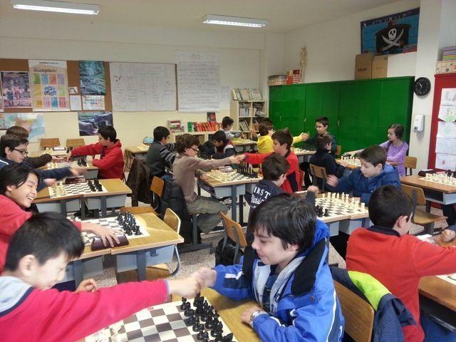 Torneo infantil de ajedrez en el Colegio Siervas de San José