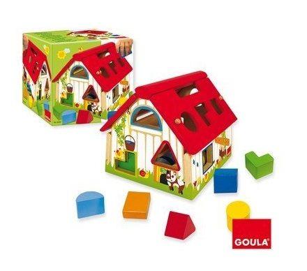 Casa de madera con figuras geométricas