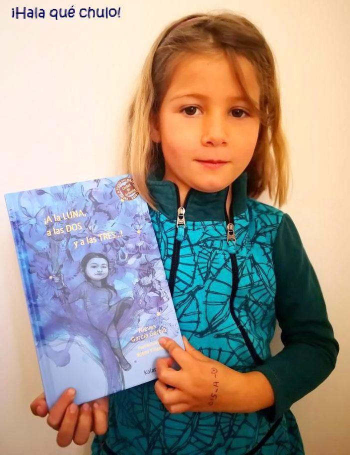 Elsa de azul con ¡A la LUNA, a las DOS y a las TRES...!