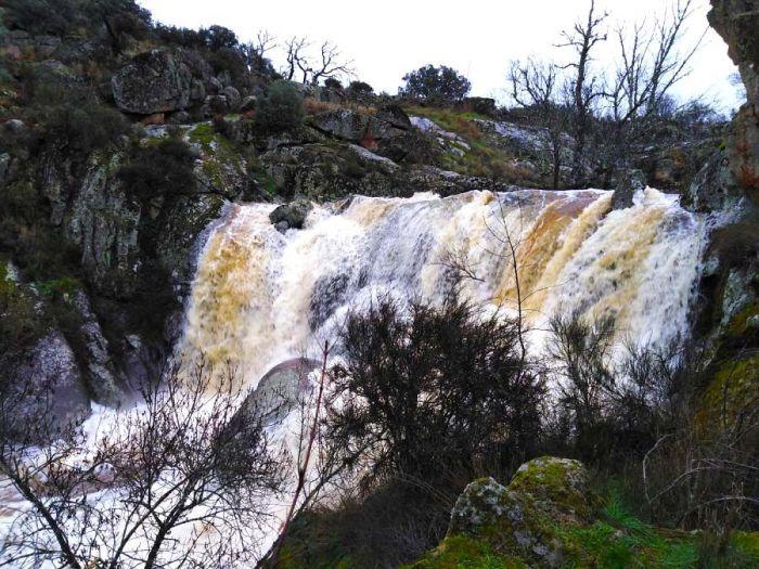 Excursión que te llevará por el Cachón de la Diabla, una de las Cascadas del Sur de Arribes del Duero