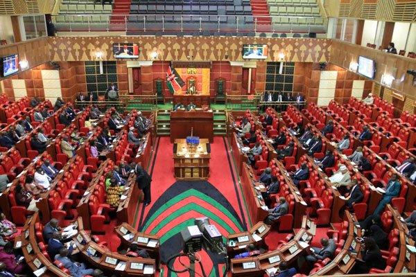 Baarlammaanka Kenya oo ansixiyey in 8% laga dhigo cashuurta shidaalka