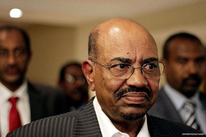 SUDAN: Al bashiir oo kala diray golihiisii wasiirrada