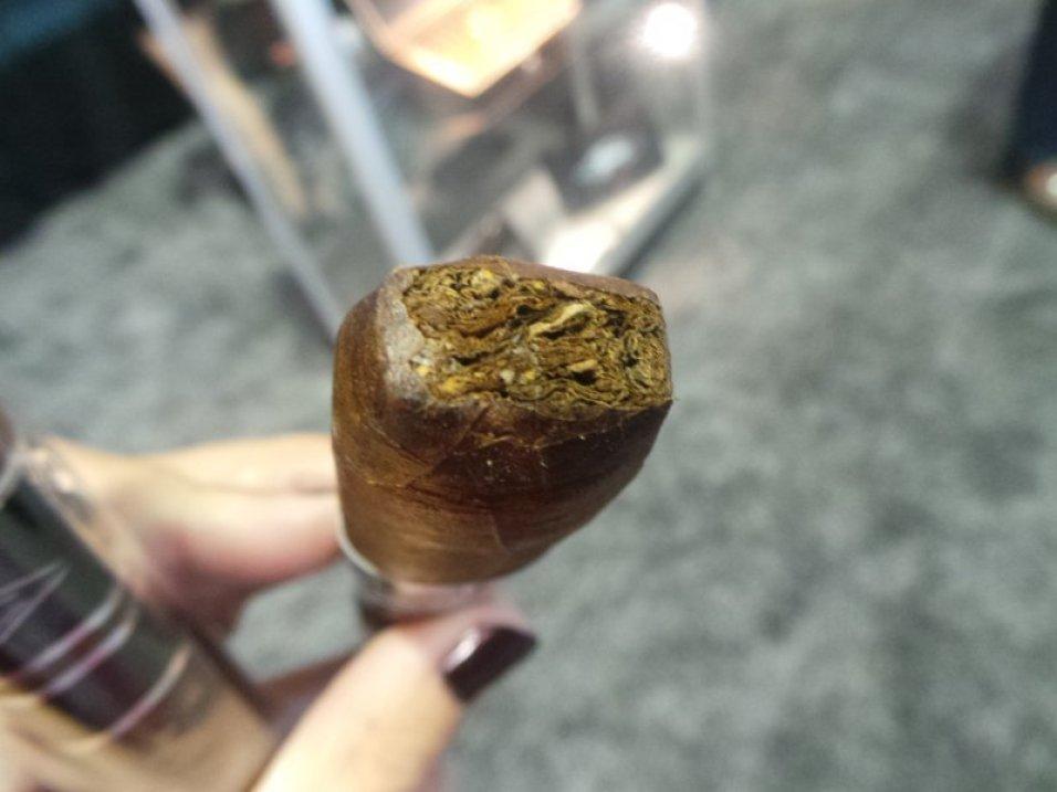Iconic Leaf Cigars