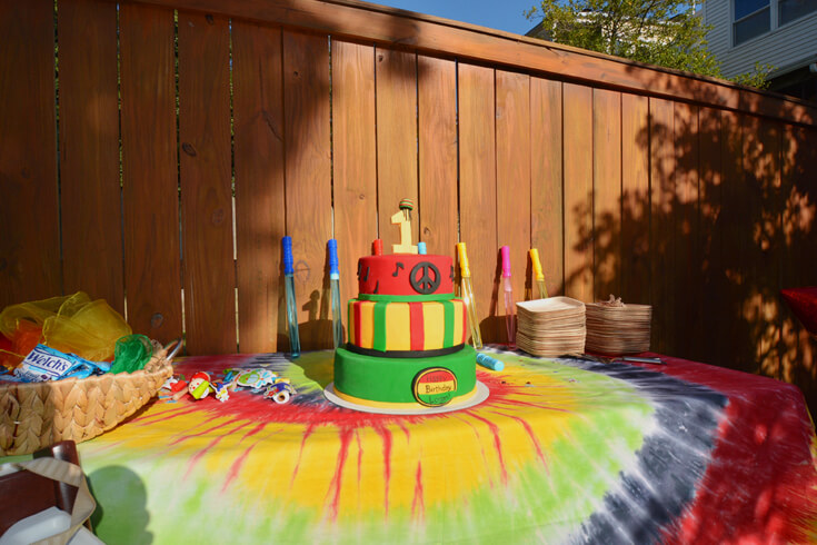 Rasta cake for ONE LOVE first birthday party. Colorful bubble wand favors.