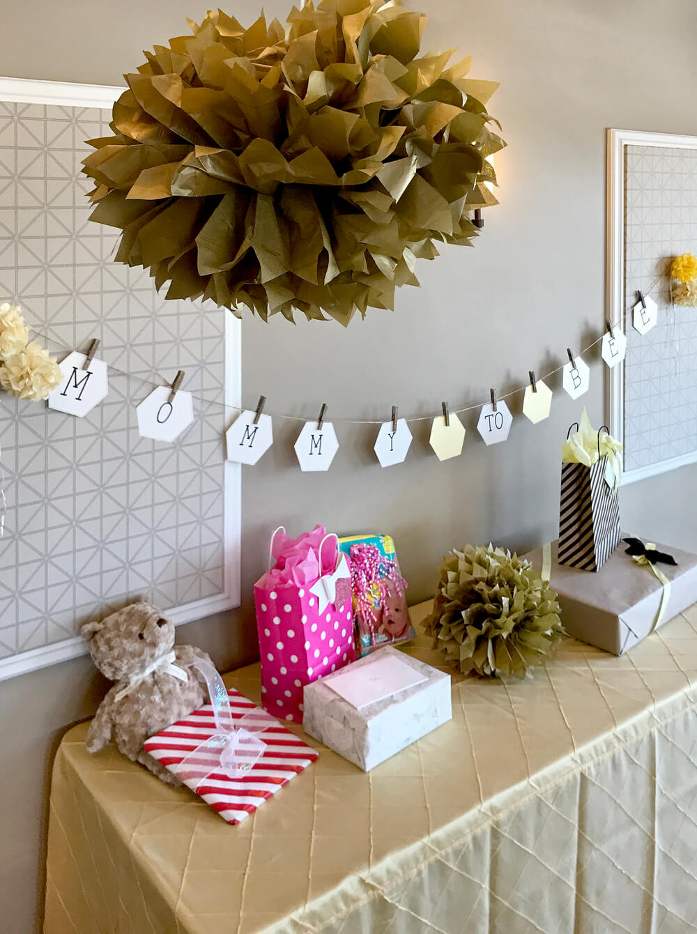 Mommy to bee banner over gift table