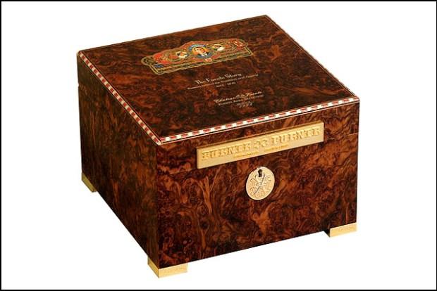2011 Limited Edition Fuente Story Humidor Walnut