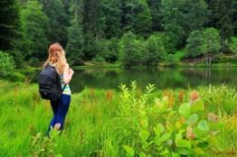 Borçka Karagöl Borçka-Camili karayolu üzerinde olup, Borçka ilçesine 27 km. uzaklıktadır.1800 lü yıllarda bugünkü Klaskur yaylasının yakınında bulunan bir tepenin toprak kayması sonucu Klaskur deresinin önünü kapatması ile oluşmuş göllerdir. Zengin orman örtüsü ve flora çeşitliliği ile ilgi çekmekte olup kamp turizmi için sayılı yerlerdendir. Ayrıca yöre halkı tarafından mesire yeri olarak kullanılmaktadır.