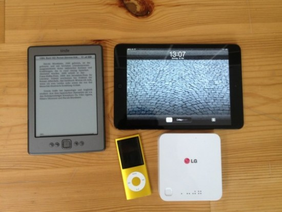 Holiday Gadgets, Kindle, iPadMini, iPodNano, LG Akku Pack + iPhone4 (not in pic)