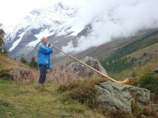 Alphornist in Lötschental