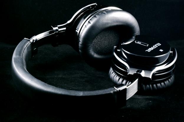 EP6 Headphones Pic 3